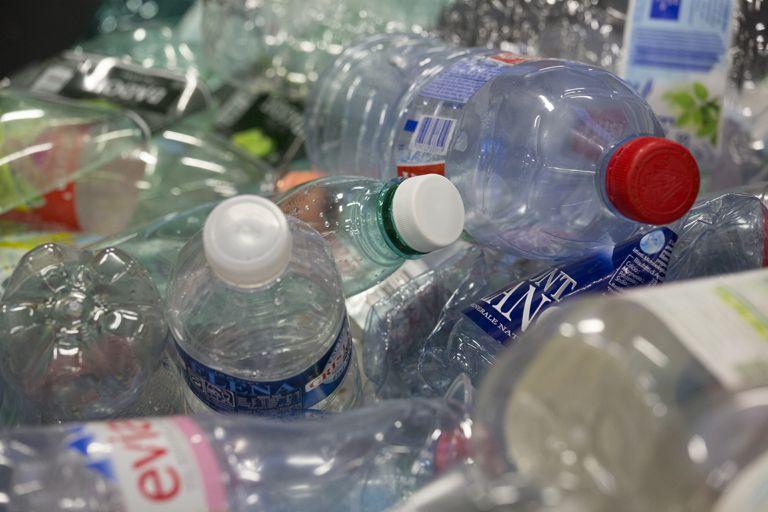 Super Recyclage bouteilles plastiques - Cedre HU79