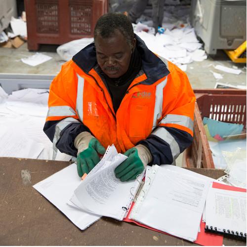 Tri des classeurs de bureau pour recyclage