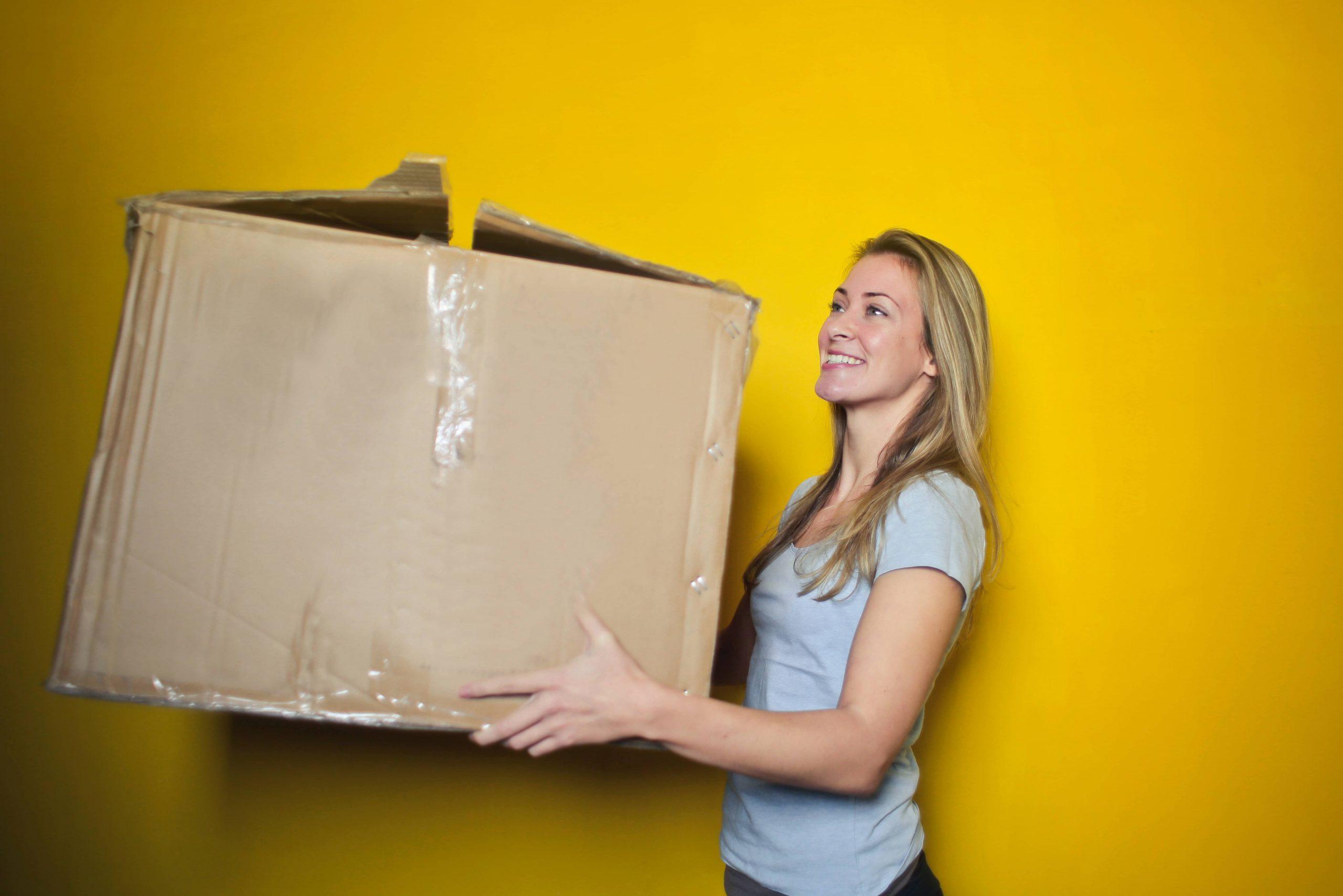 carton-recyclage-femme