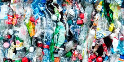 Recyclage des bouteilles plastique en entreprise mis en balles