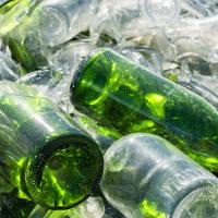 Recyclage des bouteilles en verre de bureau