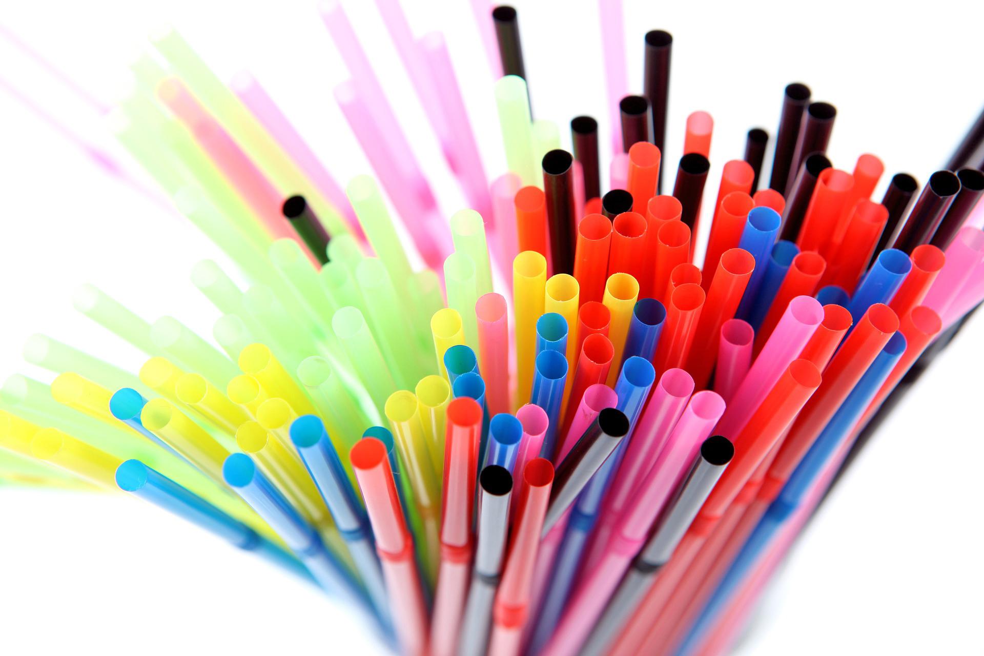 Interdication des pailles en plastique