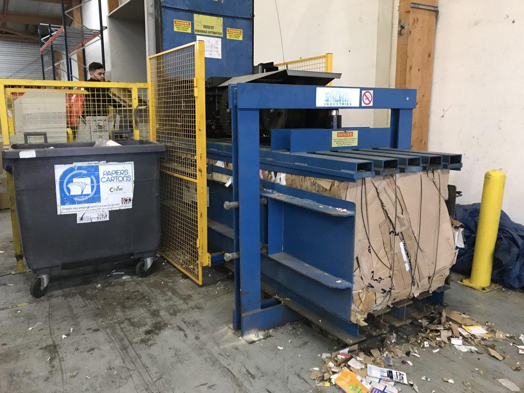 Presse a balle Cèdre recyclage carton déchets